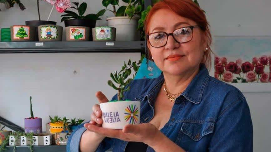Concreto y verde, creado por Mariela Olivero, es un emprendimiento que ofrece pequeñas macetas personalizadas