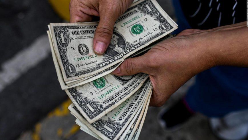 Ante la dolarización de la economía, el Gobierno impulsa métodos de pago digitales en divisas