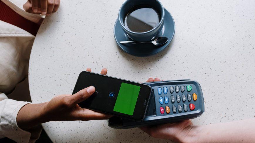 La economía digital entre ceja y ceja