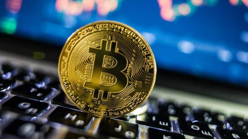 El Bitcoin continúa su tendencia al almza e impacta al mercado