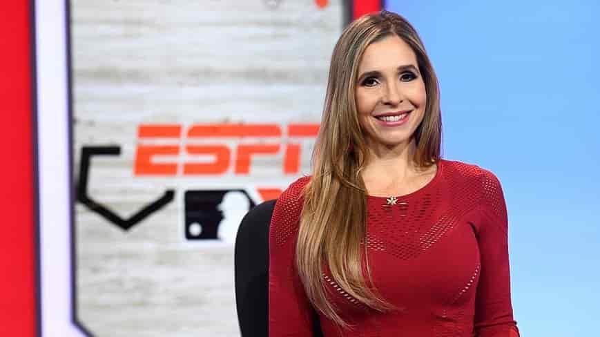 Carolina Guillén, primera mujer en narrar un juego en español de la Serie del Caribe