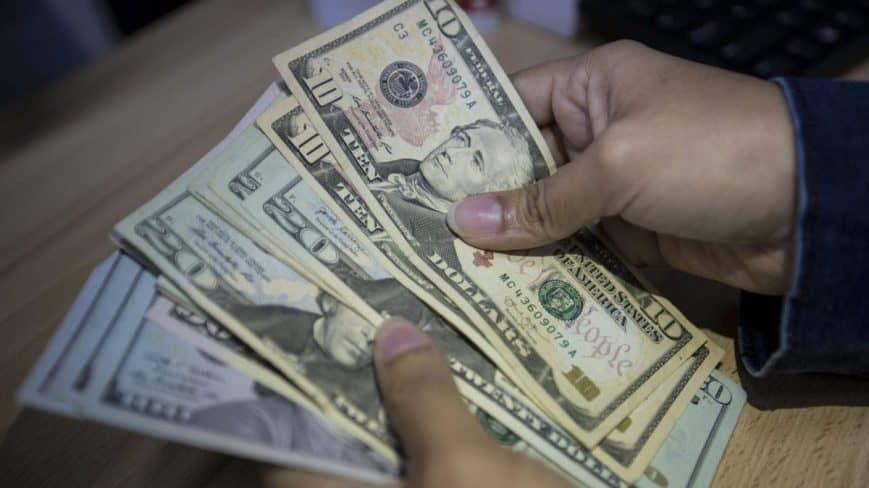 Dólar paralelo supera los 2 millones de bolívares