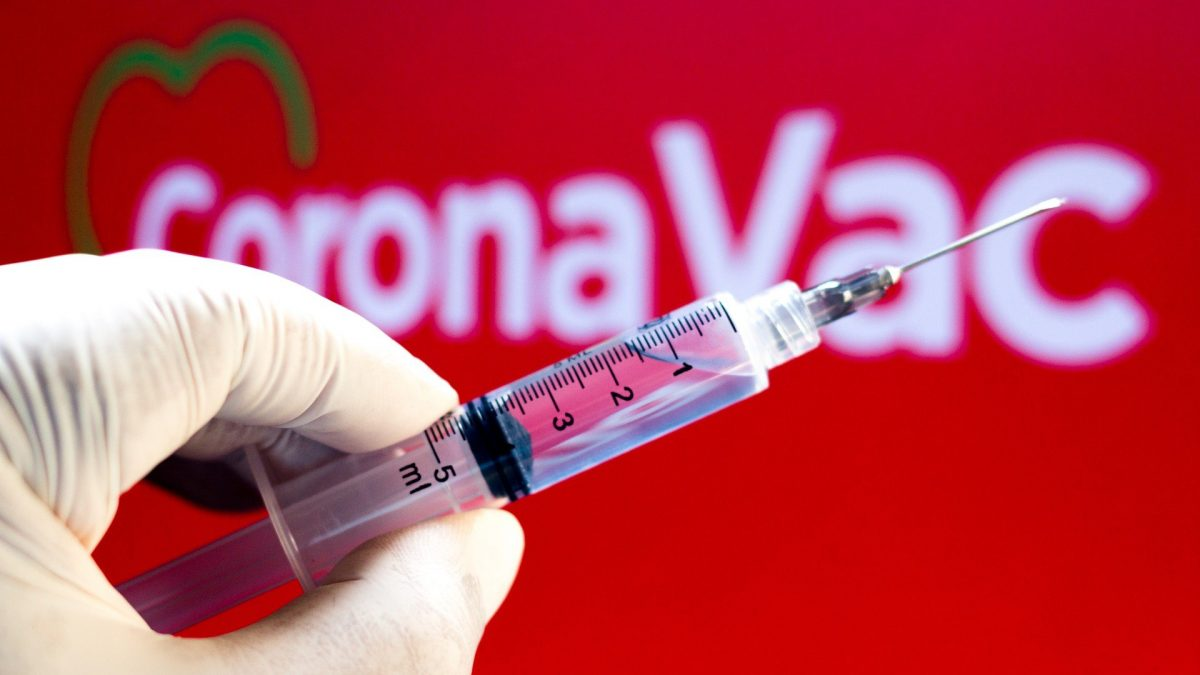 CoronaVac se muestra segura para niños y adolescentes