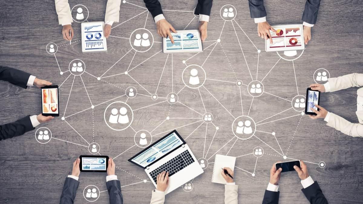 Networking-la-red-le-permite-crear-una-red-de-contactos-para-ayudarlo-a-crear-oportunidades-comerciales-y-laborales